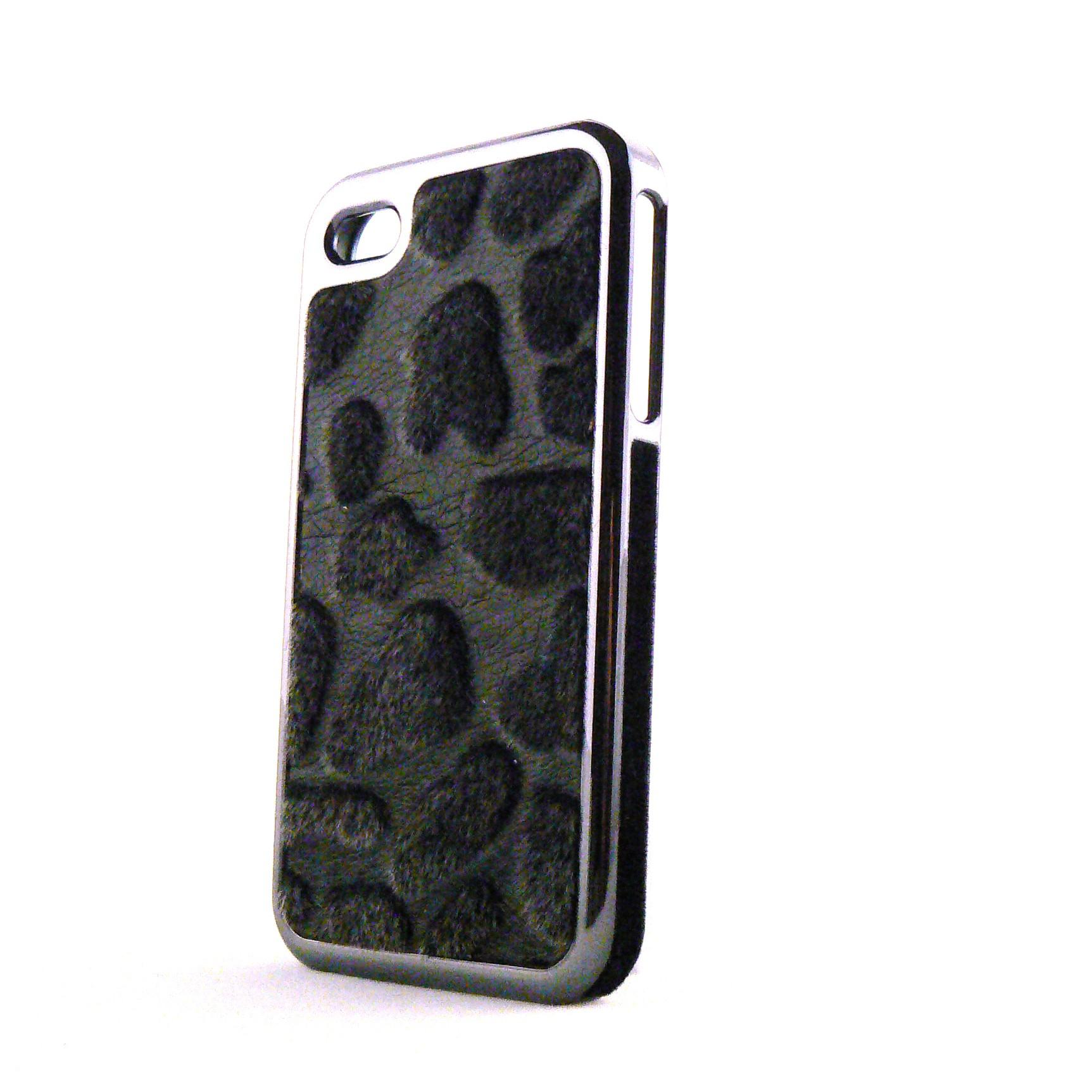 Coque simili cuir noir et poils noirs effet peau de vache pour Iphone 4 film protection ecran